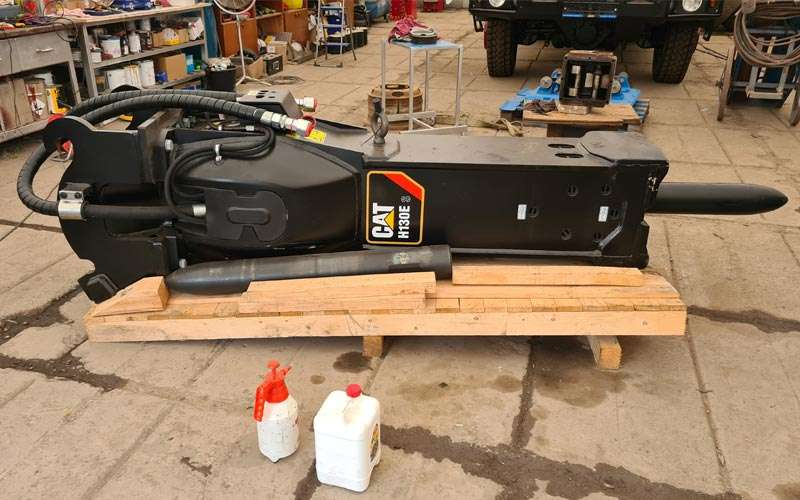 hydraulicke kladivo CAT H130E 2